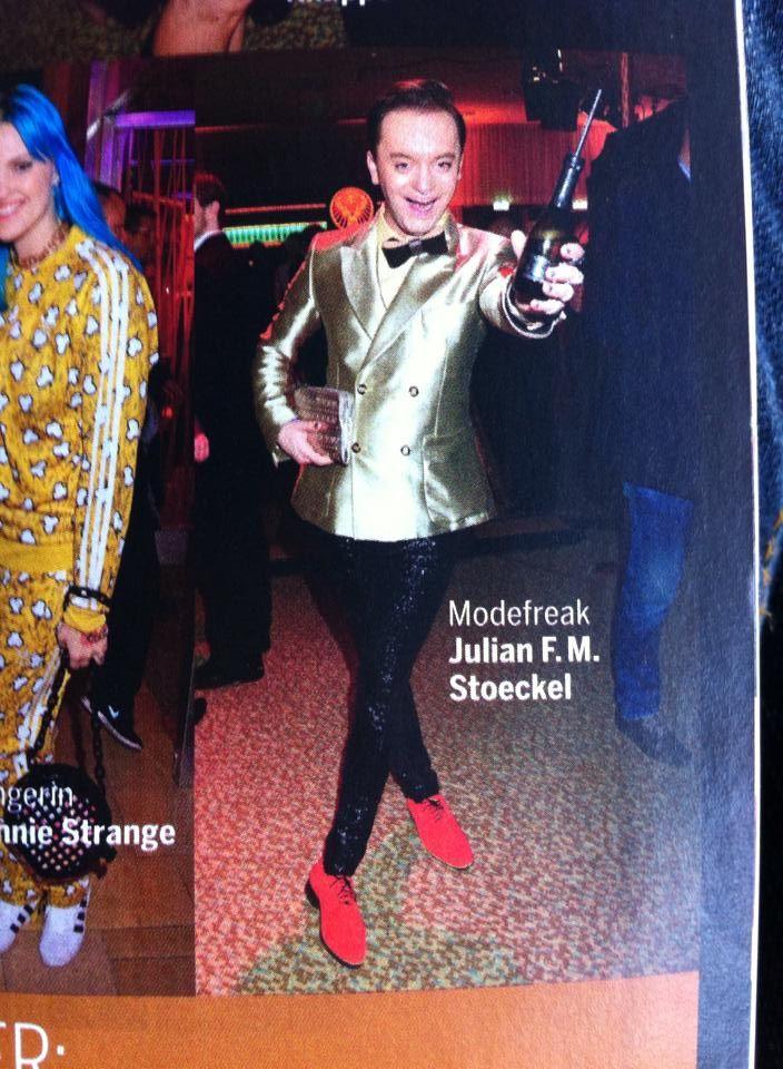 Der zauberhafte Julian F.M. Stoeckel mit unserer LYY - LUCKYNELLY Fliege aus echtem, genähtem Ebenholz im österreichischen Society Magazine 'Seitenblicke' <3 <3 <3  #society #magazine #luckynelly #bowtie #ebony #realwood #sewnwood #vip #event #österreich #style #fashion