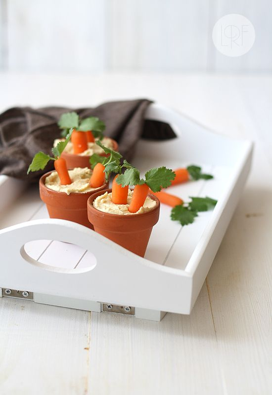 A cute (and easy) way to serve hummus and carrots.