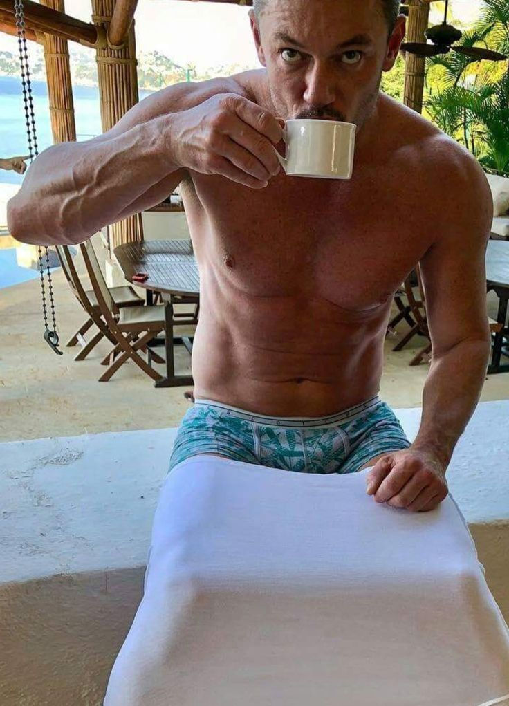 Pin By Robyn On Luke Appreciation Luke Evans Shirtless Men Sean Faris