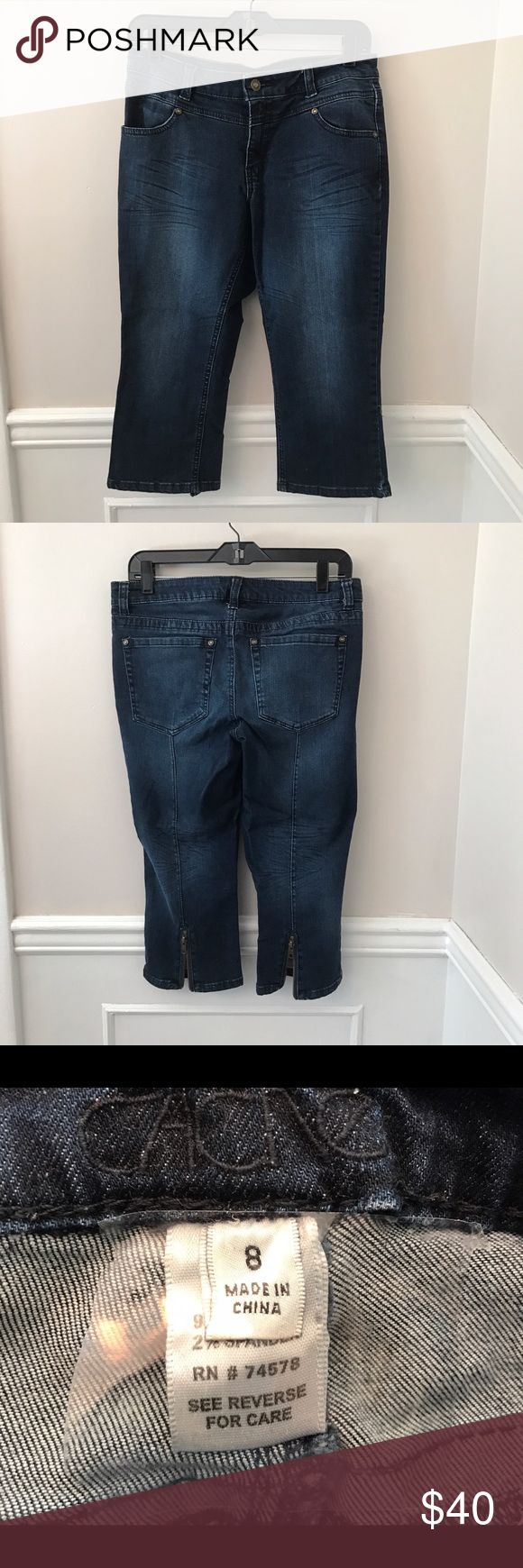 Cache Women's Capri Jeans Size 8 Gently used cache Woman's Capri Jeans Size 8 Cache Jeans Ankle & Cropped