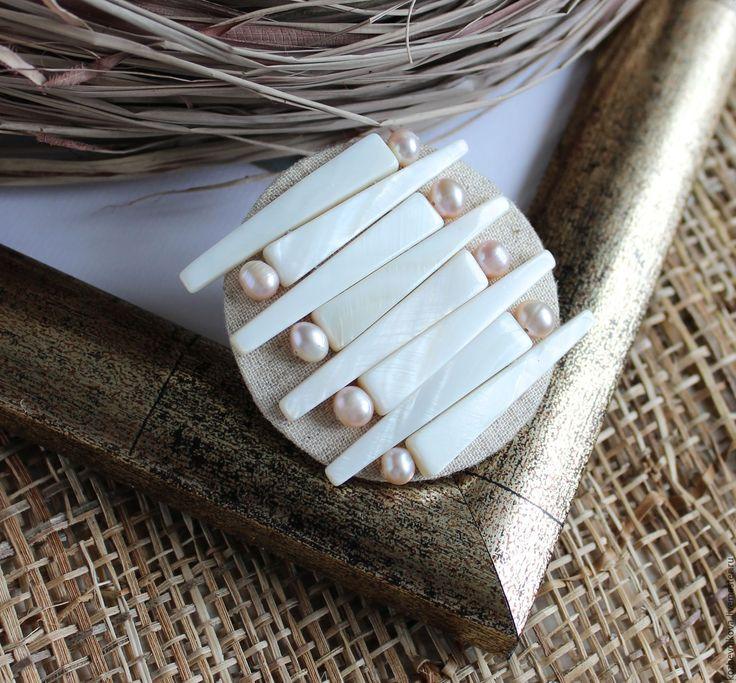 Купить Текстильная брошь Лен и перламутр - Елена Кожевникова, льняная брошь, льняна брошка