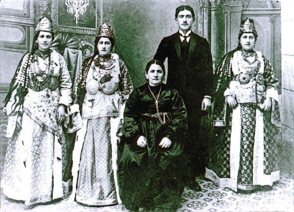 A picture taken in 1905 of a Greek family from Silli, Ikoniou (Asia Minor) in traditional folk dress.