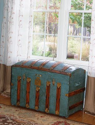 antique trunkTrunks And Chest, Vintage Trunks Redo, Vintage Trunks Decor, Old Trunks, Decor Ideas, Vintage Suitcas Decor, Vintage Furniture Redo, Antique Trunks, Antiques Trunks