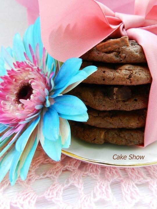 biscotti al triplo cioccolato    http://showdellatorta.blogspot.com/2012/01/biscotti-al-triplo-cioccolato.html?spref=fb