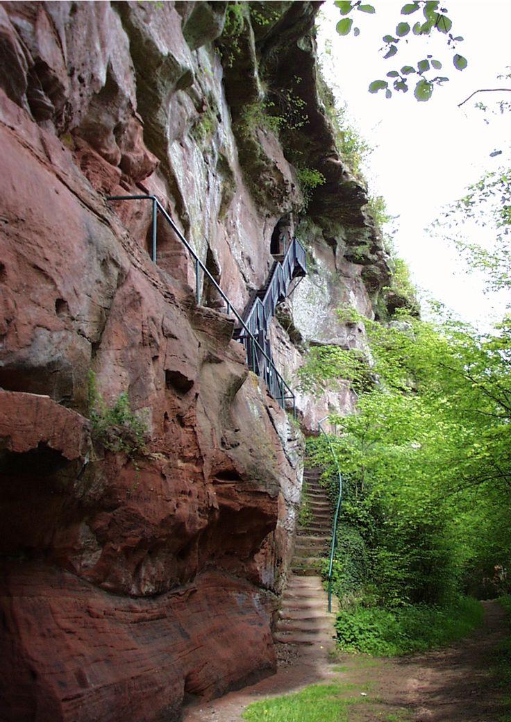 Falkenburg bei Hauenstein im Pfälzer Wald Urlaubs- und Einkehrtipp: www.Landgasthof-zum-Ochsen.de