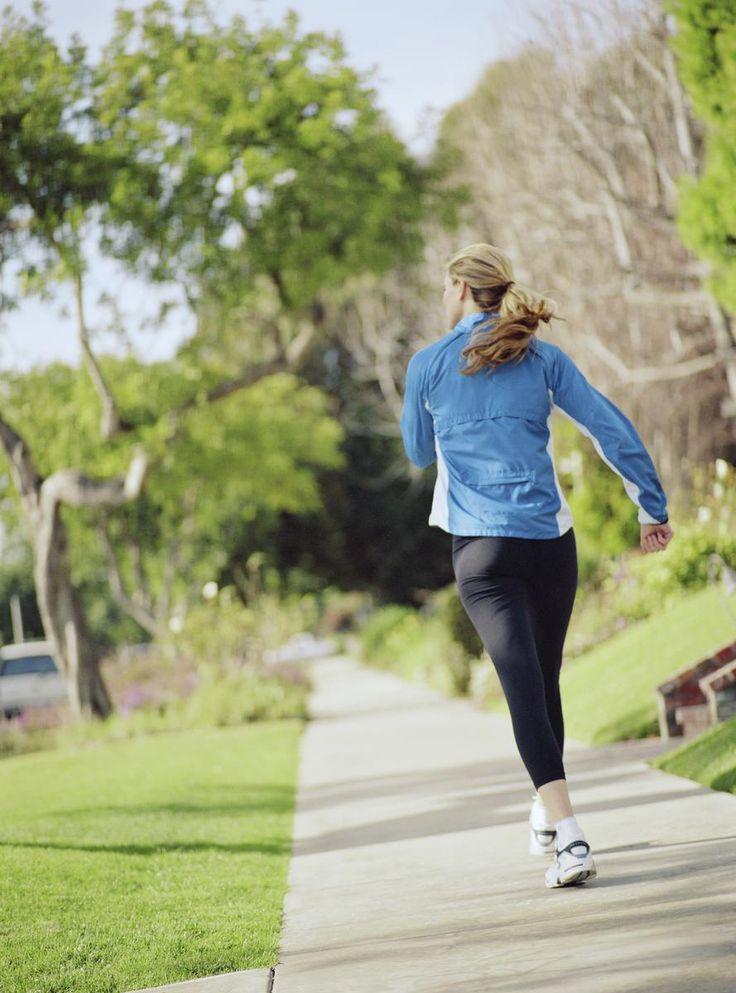 Bonne nouvelle pour nos comptes en banque : une étude britannique révèle que les personnes qui pratiquent la marche rapide, à hauteur de 30 minutes par jour minimum, ont tendance à être plus minces que celles qui s'adonnent à d'autres activités physiques.