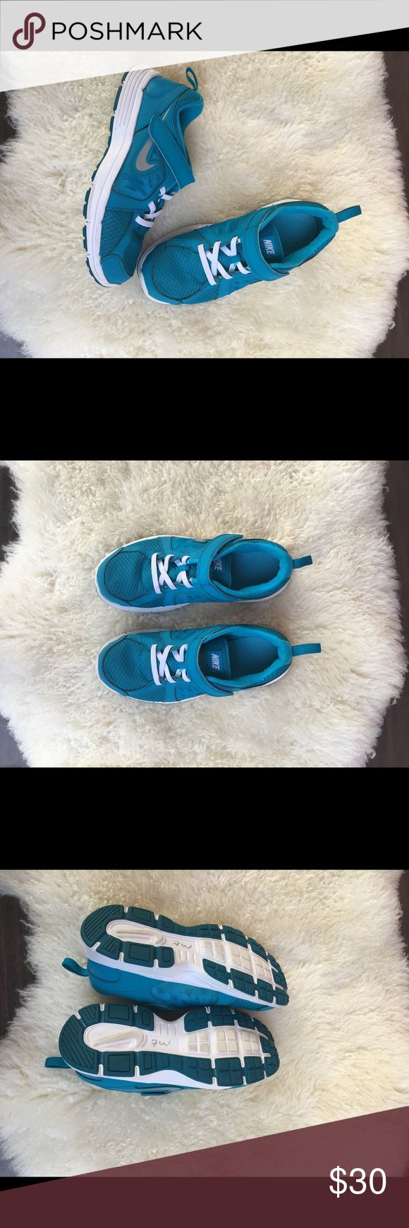 Nike tennis shoes for kids💕 Gently worn, dry cleaned. Nike Shoes Sneakers