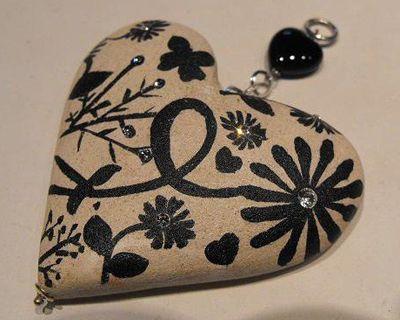 """Ciondolo cuore in pietra leccese dipinto a mano con Swarovski """"Le Meraviglie della Pietra"""" - Castrignano dei Greci (Lecce) http://www.lemeravigliedellapietra.com/bijouxcinque.htm"""