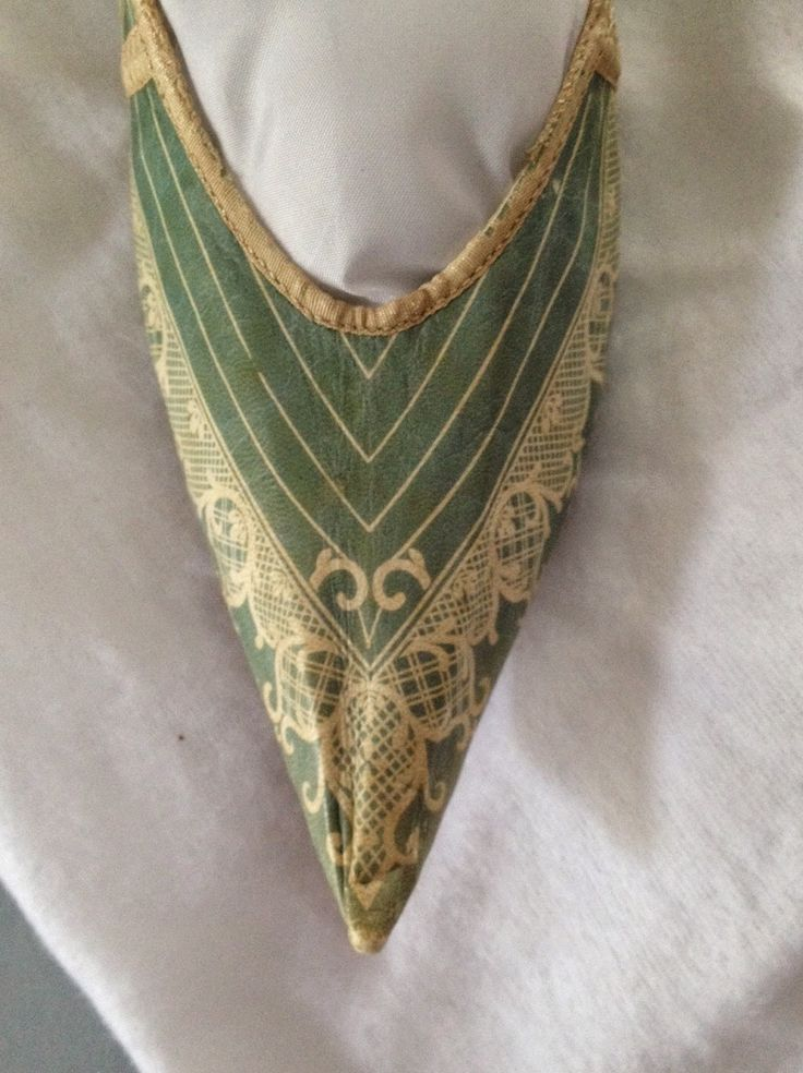 "Fine grained slipper with ""Alhambraesque"" detail, c. 1790s, Portsmouth Historical Society - See more at: http://twonerdyhistorygirls.blogspot.com/2015/02/an-upcoming-exhibition-for-lovers-of.html#sthash.x8VhfrmJ.dpuf"