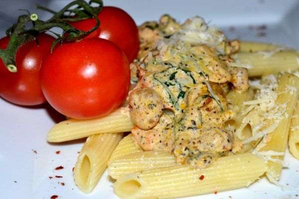 Pasta with shrimp and tomato
