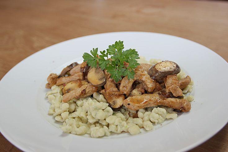 Rahmgeschnetzeltes mit Petersilienknöpfle, ein sehr schönes Rezept aus der Kategorie Pasta & Nudel. Bewertungen: 36. Durchschnitt: Ø 4,2.