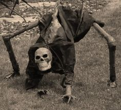 HALLOWEEN YARD DECORATION creepy crawling skeleton