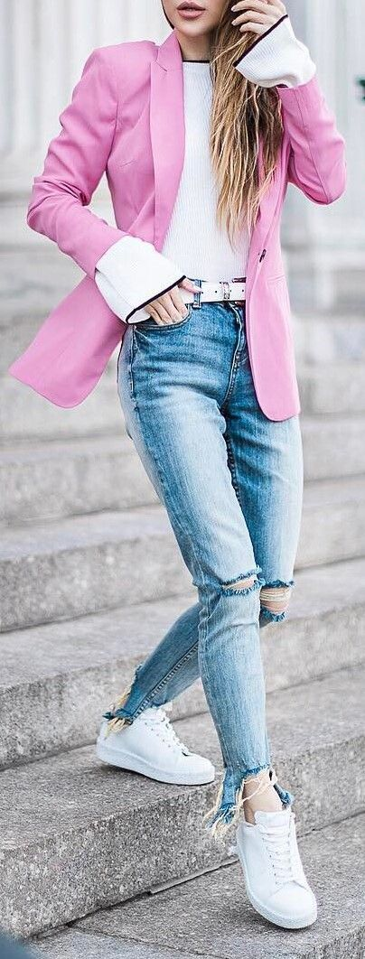 casual outfit idea with a rips