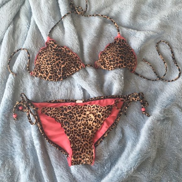Animal print bikini Super cute bikini!! This is seriously adorable it's just the bottoms are too small on me so I have to reposh this :( it's in great condition except for one bead is missing from the ties and where the bow is tied the seem is loose. That doesn't effect the suit though! I wish it fit! Needs a new home☺️ there is no size tag, she had cut it out, but it was listed as a medium. The bottoms are on the smaller side though! Xhilaration Swim Bikinis