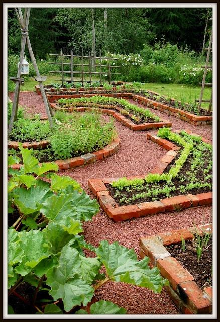 Maalaisunelmaa: puutarha