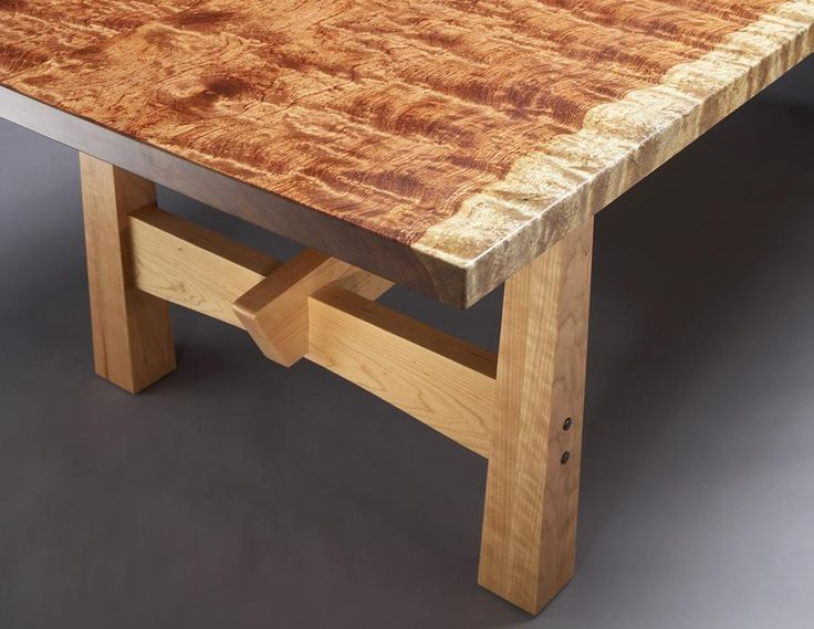 Solide Dining Table leg detail