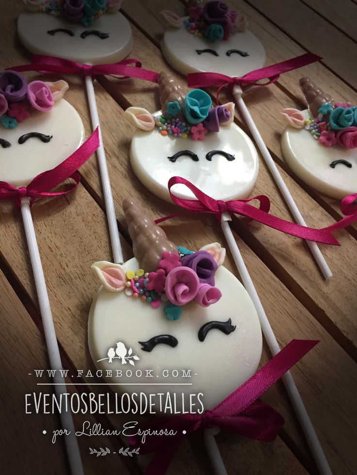 Paletas de chocolate decoradas de unicornio. Unicorn chocolate pops Unicorn party . http://www.facebook.com/eventosbellosdetalles
