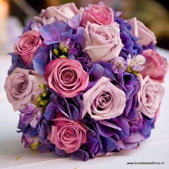 bruidsboeket biedermeier paars roze rozen hortensia freesia