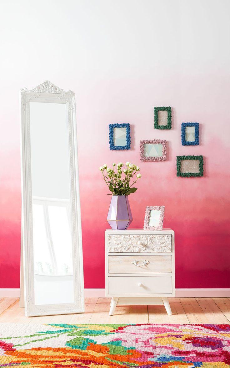 La gamme White Romantic vous aide à créer une ambiance douce et accueillante grâce à ses tons pastel. Des décorations cactus à la lampe de table bouledogue en passant par la suspension oiseaux, cette collection rend hommage à la nature et à sa richesse. #kareclick #kare #karedesign #karefrance #home #mobiler #maison #tendances #meuble #design #deco #blanc #white #colors #miroir #miror #tapis #vase #cadre #rose #pink #couleurs