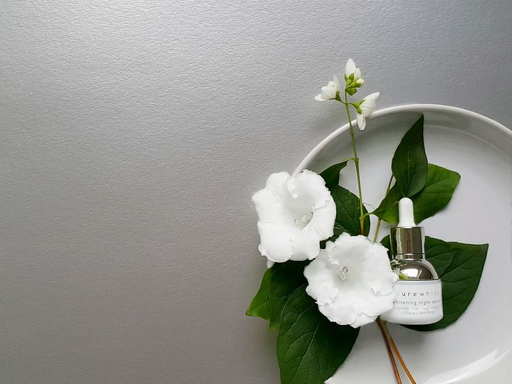 This powerful, moisture-rich serum uses all-natural skin safe ingredients to visibly improve hyperpigmentation, dark spots and uneven skin tone, resulting in a natural bright radiance. #purewhitecosmetics #naturalbeauty #whiteningserum #veganskincare #organic