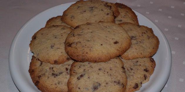 Det er en sand fryd at sætte tænderne i disse sprøde småkager med chokolade.