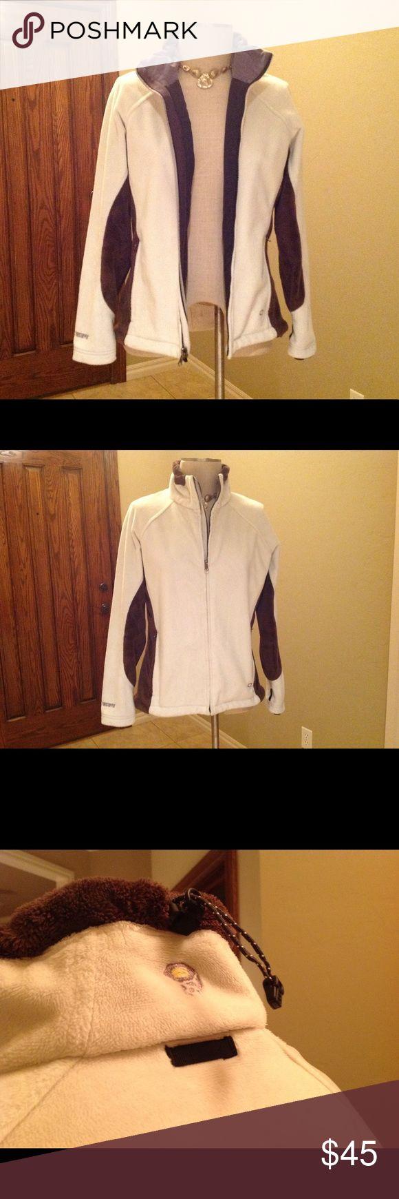 Mountain HardWear Jacket EUC. Thick and super soft and very warm! Mountain Hardwear Jackets & Coats