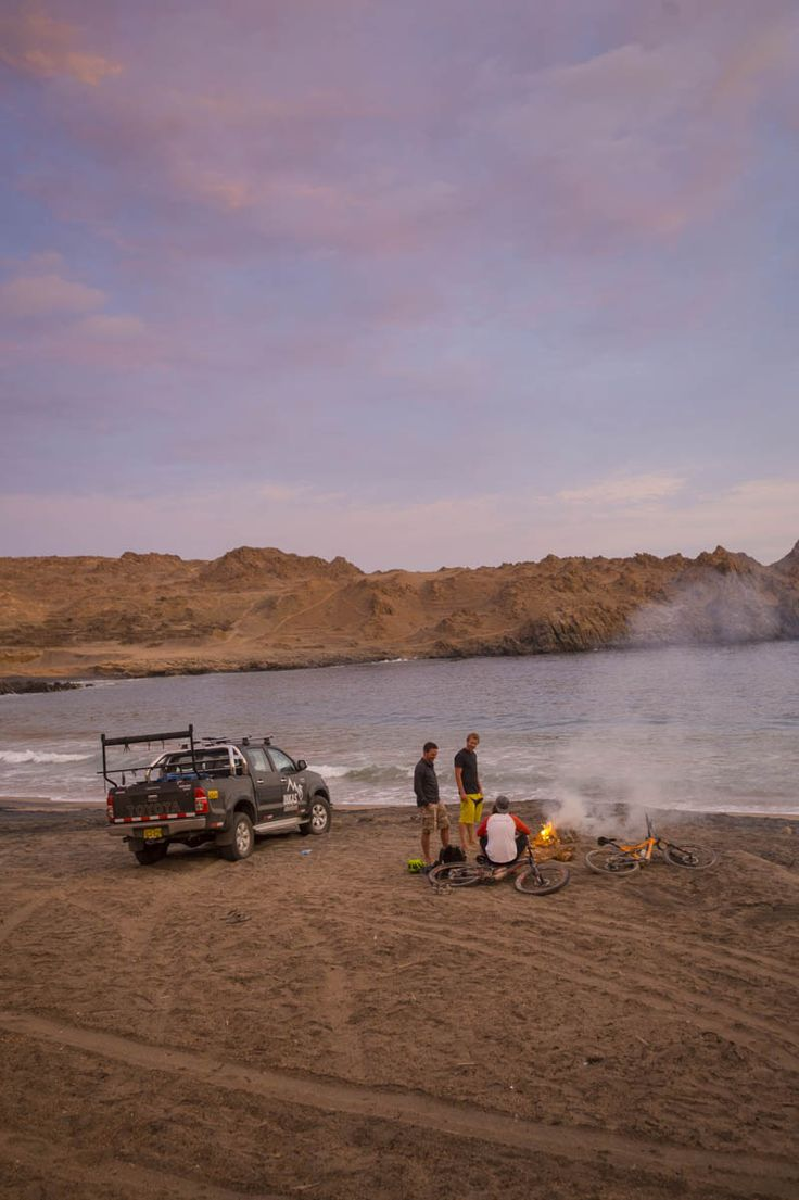 After a long day on the trail with their StumpJumpers, the crew takes an night easy by the water in Peru.
