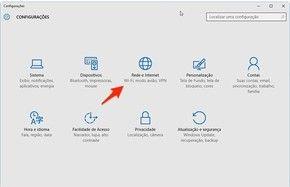 O DNS, sigla em inglês para Domain Name Service (Sistema de Nome de Domínios) é um servidor responsável por transformar endereços IP em URLs amigáveis. Para exemplificar, imagine que o site http://www.techtudo.com.br esteja hospedado na máquina cujo endereço IP é ...