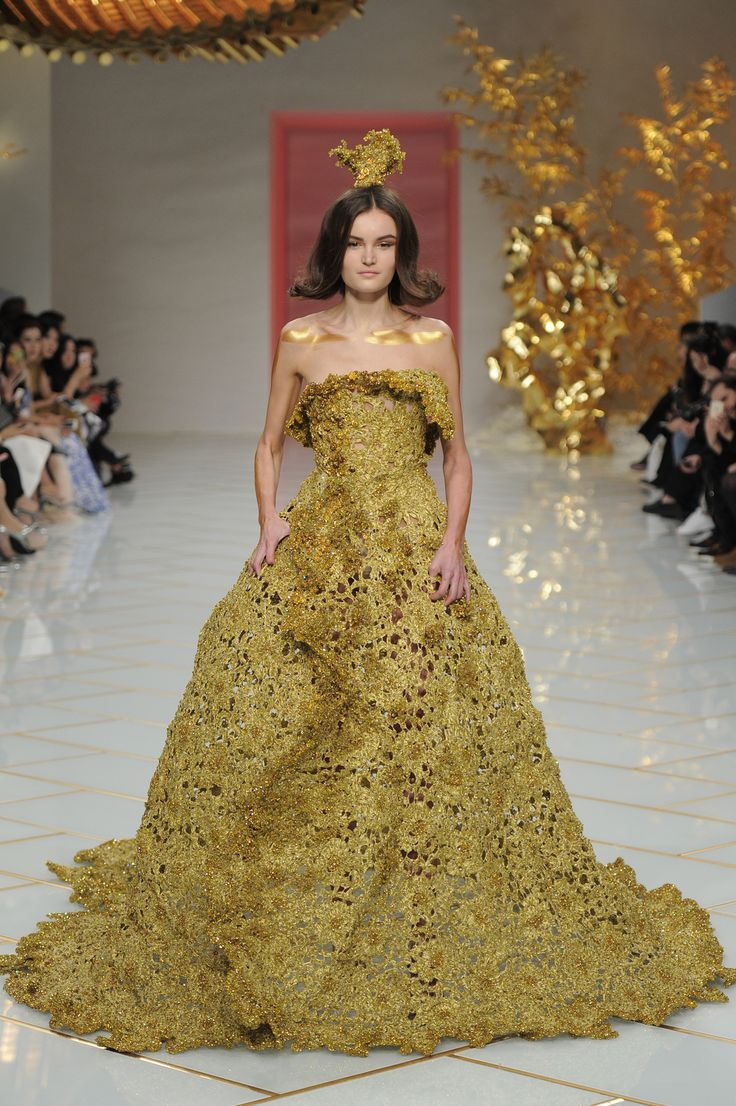 See All The Collection Photos From Guo Pei Spring/Summer 2016 Couture Now  On British Vogue