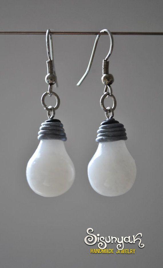 Boucles d'oreilles ampoule par Sisunyak sur Etsy                                                                                                                                                                                 Plus