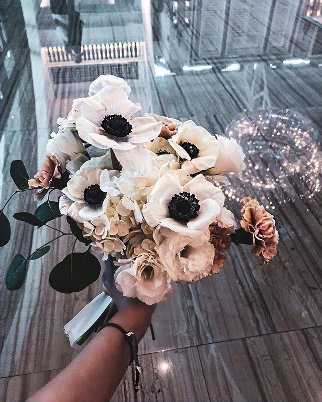 Laissez Moi Tranquille Www Gerbilsgarden Com Singaporebrides Singapore Sgflorist Florists Weddingb In 2020 With Images Anemone Bouquet Hydrangea Bouquet Wedding Bouquets