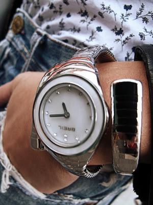 Breil Snake watch   http://www.zebracrosser.com/2012/10/boyfriend-outfit.html