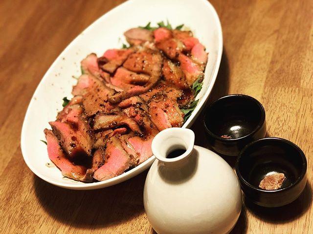 今晩のおかずは🍴かみさん特製のローストビーフ🍖めちゃんこ美味い!!これは我が家のメニュー入り間違いなし⚡️ #今晩のおかず  #夜ご飯  #ローストビーフ #roastbeef #肉 #🍖 #🍴 #紹興酒