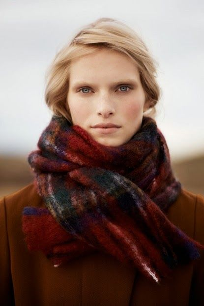 Soft, warm and in plaid pattern - the 'it' autumn scarf!