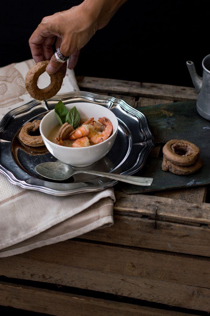 Crema di taralli con frittura di gamberi e colatura di alici