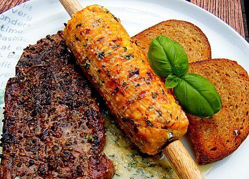 Maiskolben mit Parmesan-Basilikum-Butter