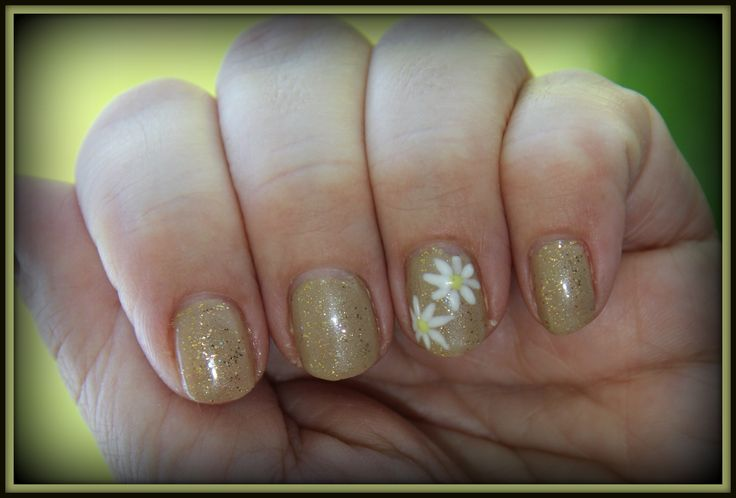 gelish taupe model with twinkle on top