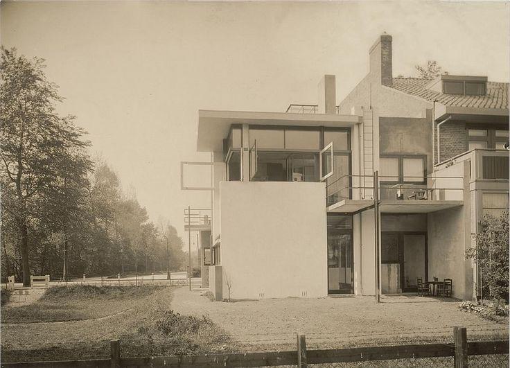 Exterior view of the northeast façade of Schröder House, Utrecht, Netherlands, 1925 | da rosswolfe1