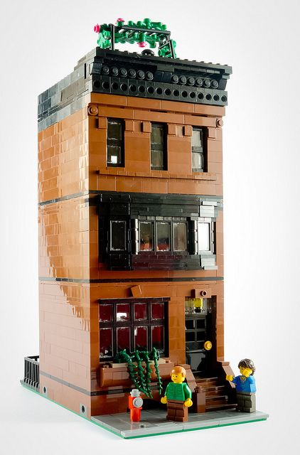 Reddish brown house by Papercla on Flickr