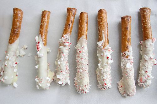 chocolate dipped peppermint pretzels: Food Gifts, Christmas Baking, White Chocolates, Chocolates Peppermint, Peppermint Pretzels, Christmas Candy, Dips Pretzels, Candy Canes, Chocolates Dips