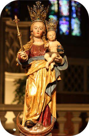 Muttergottesoktav  Het belangrijkste religieuze feest in Luxemburg is de Muttergottesoktav dat van de derde tot de vijfde zondag na Pasen gevierd wordt en waarbij Maria, beschermheilige van Luxemburg, aanbeden wordt.