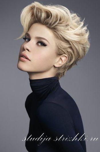 Укладка женской стрижки Боб с поднятой челкой на короткие волосы, фото 6