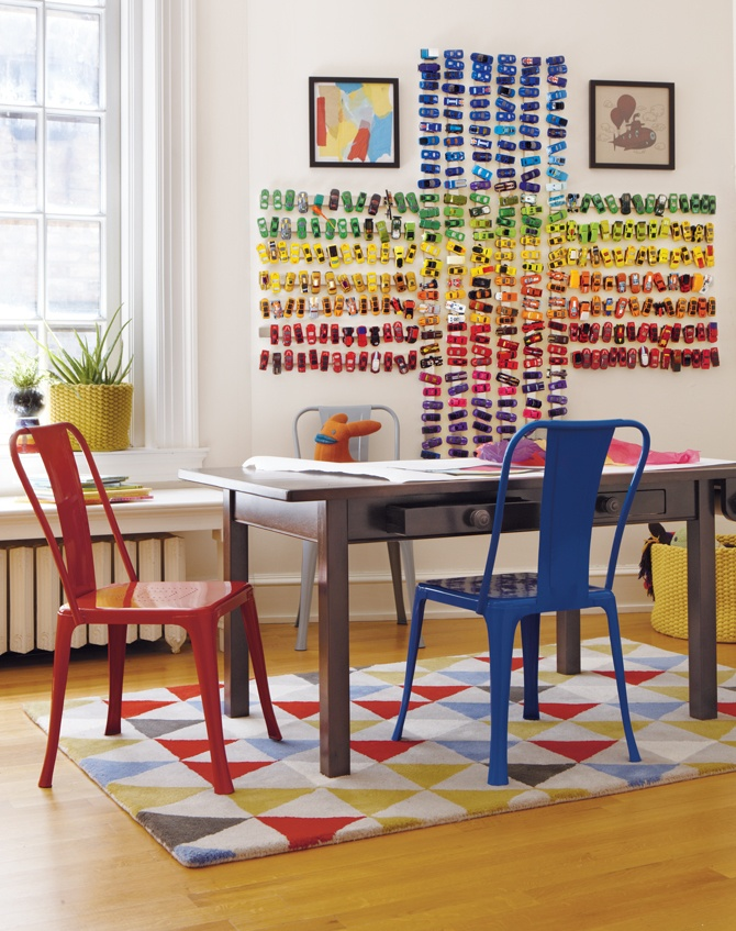 Magnetic stripes on wall to store matchbox cars! Via 4 Men 1 Lady and Land of Nod http://www.4men1lady.com/2012/09/kids-storage-idea.html?m=1