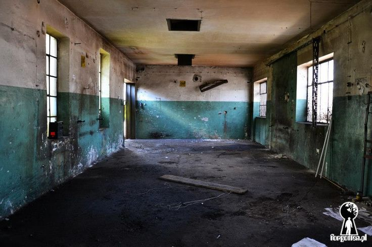 MIEJSCE: Opuszczone budynki na Zabłociu
