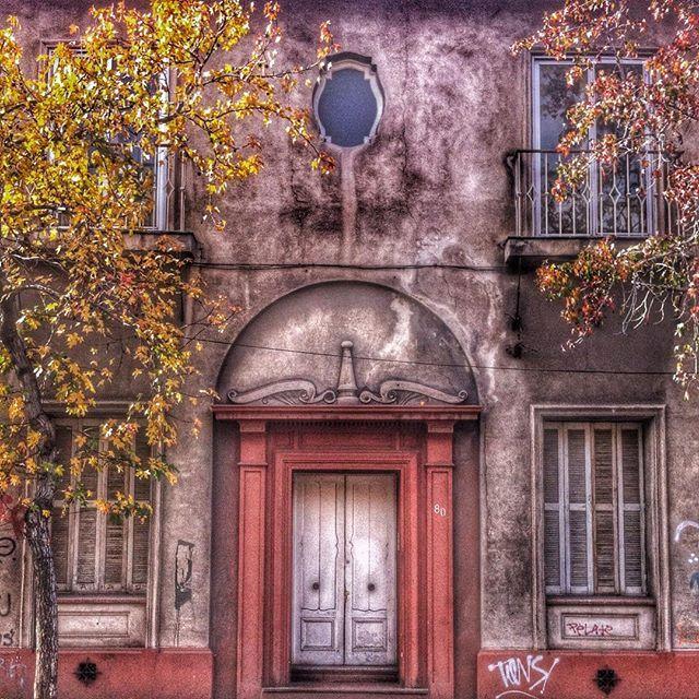 Facade entrance door Santiago de Chile by @laciudadalinsta   © Joyas de Santiago