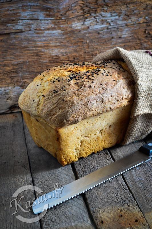 Dziś z okazji weekendu mam dla Was przepis na pszenny chleb na zakwasie, który w środku jest mięciutki, pulchny i ma nieziemską, chrupiącą skórkę.  Już mija prawie 5 rok, jak piekę chleby n...