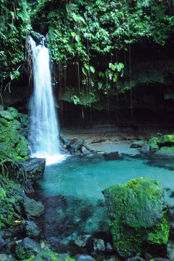 Dominica - een onbekend paradijs. Je vindt er 365 riviertjes (1 voor elke dag), en talloze watervallen, kokende bronnen, modderpoelen en ongerept regenwoud. Plus veel idyllische strandjes die je meestal met niemand hoeft te delen...