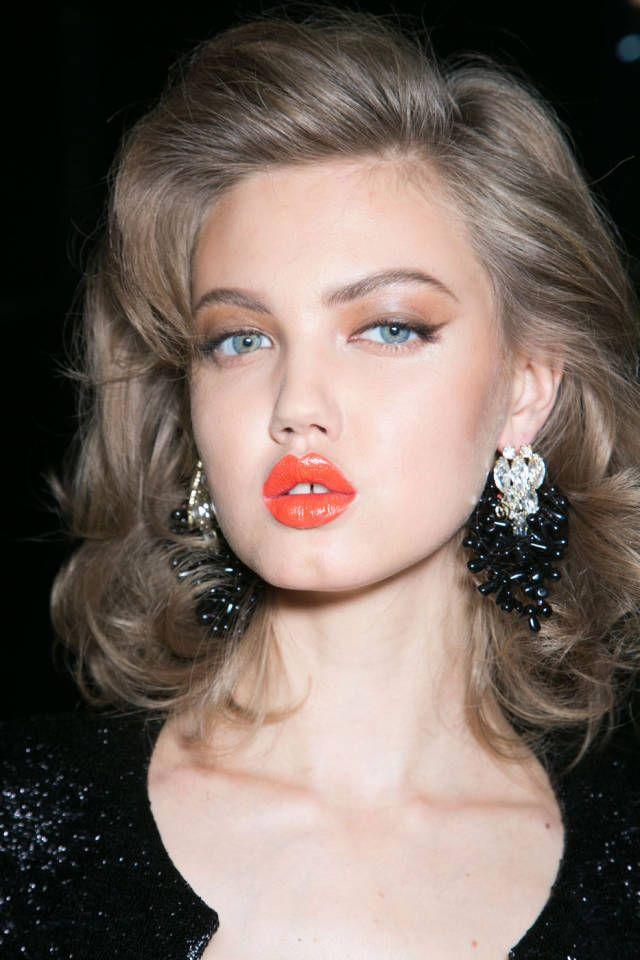 gold shimmer & a bold lip