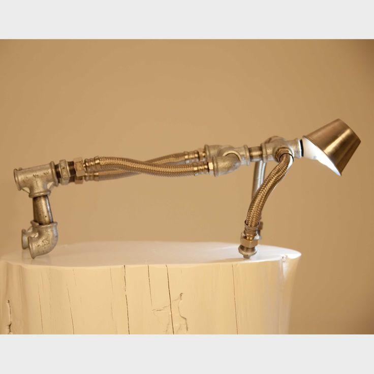 L mpara de arte industrial trabajada de forma artesanal for Tubos de hierro rectangulares