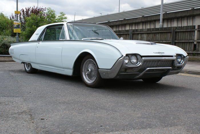 Ford - Thunderbird - 1961  1961 Ford Thunderbird Coupe 85000 originele mijlen Afgewerkt in oorspronkelijke wolkenlucht-blauw. Dit voertuig is net door het proces van volledige professionele herstelling gegaan kosten meer dan  12000 met gloednieuwe lederen interieur nieuwe Dash met alle originele instrumenten gloednieuwe tapijten nieuw chroom en trim met nieuwe hoge kwaliteit verf in de originele kleur. Alles oorspronkelijk glas met elektrische ramen en telescopische stuur voor gemakkelijke…